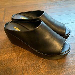 NWOT Mule Slide On black open toe